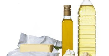 What are the specific guidelines on the labelling of Edible Oils & Fats in India?